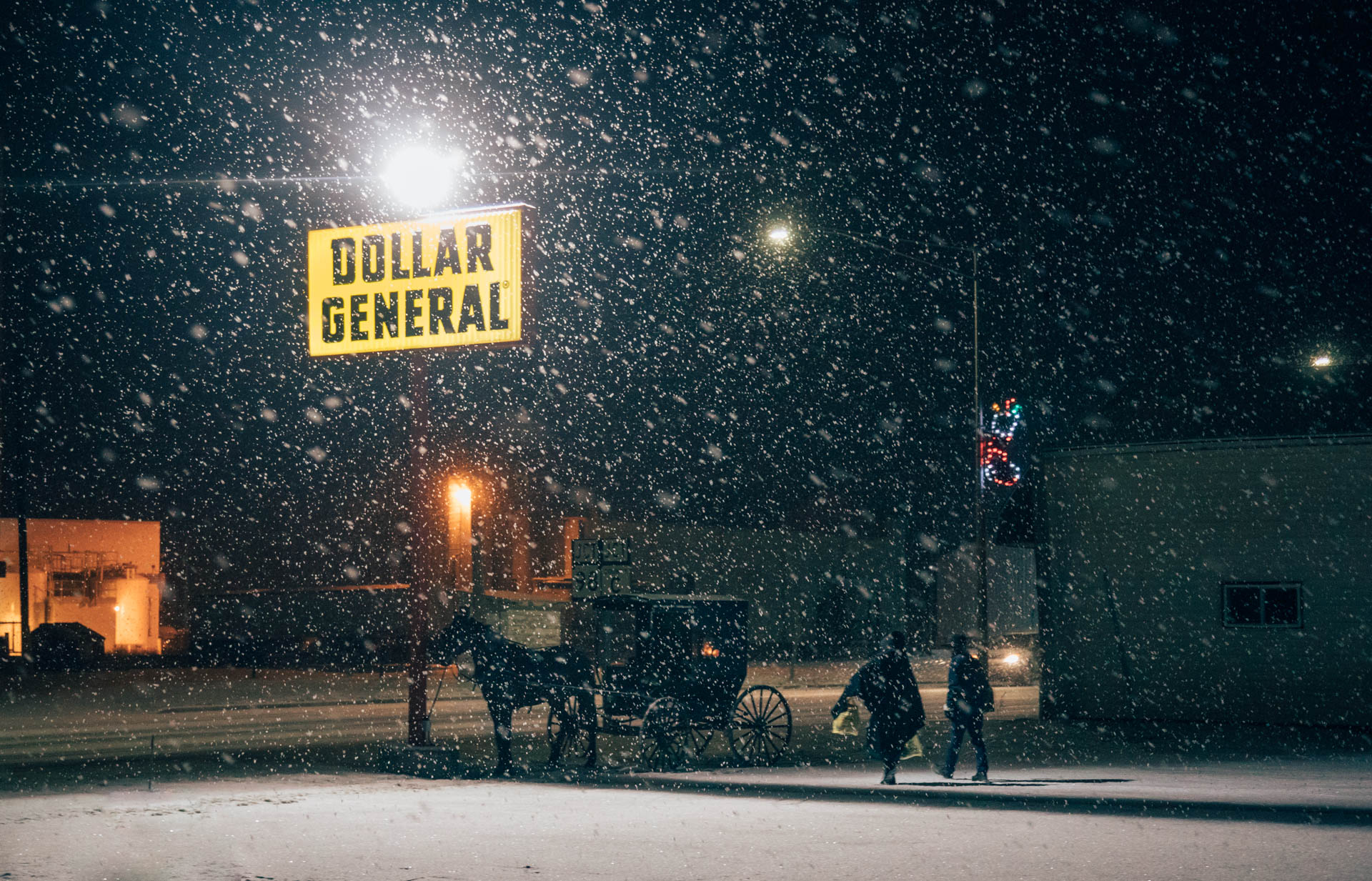 amish-horse-and-carriage-snowing-dollar-general-4655