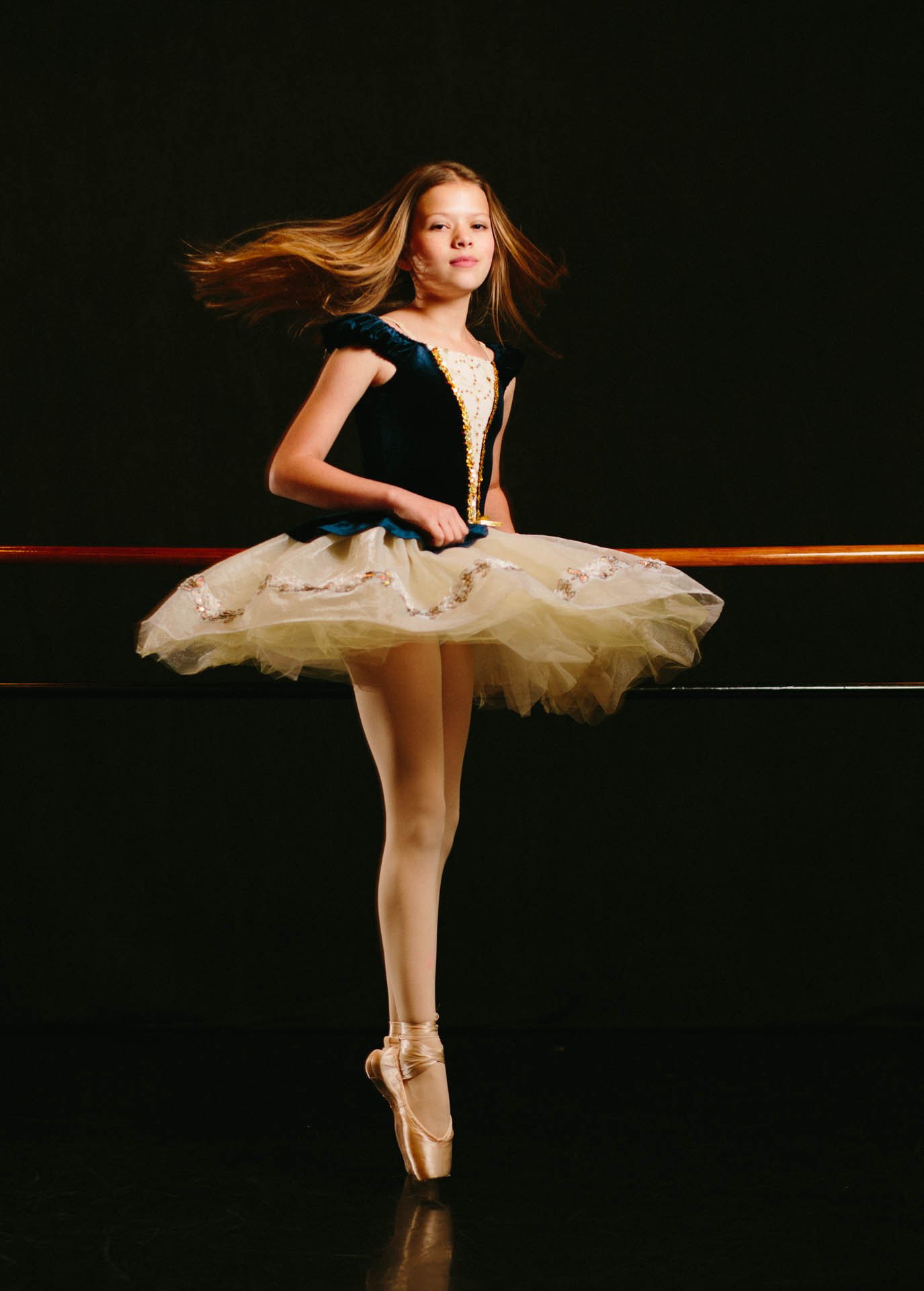 ann-ballerina-spinning-on-pointe-shoes-tutu-8718