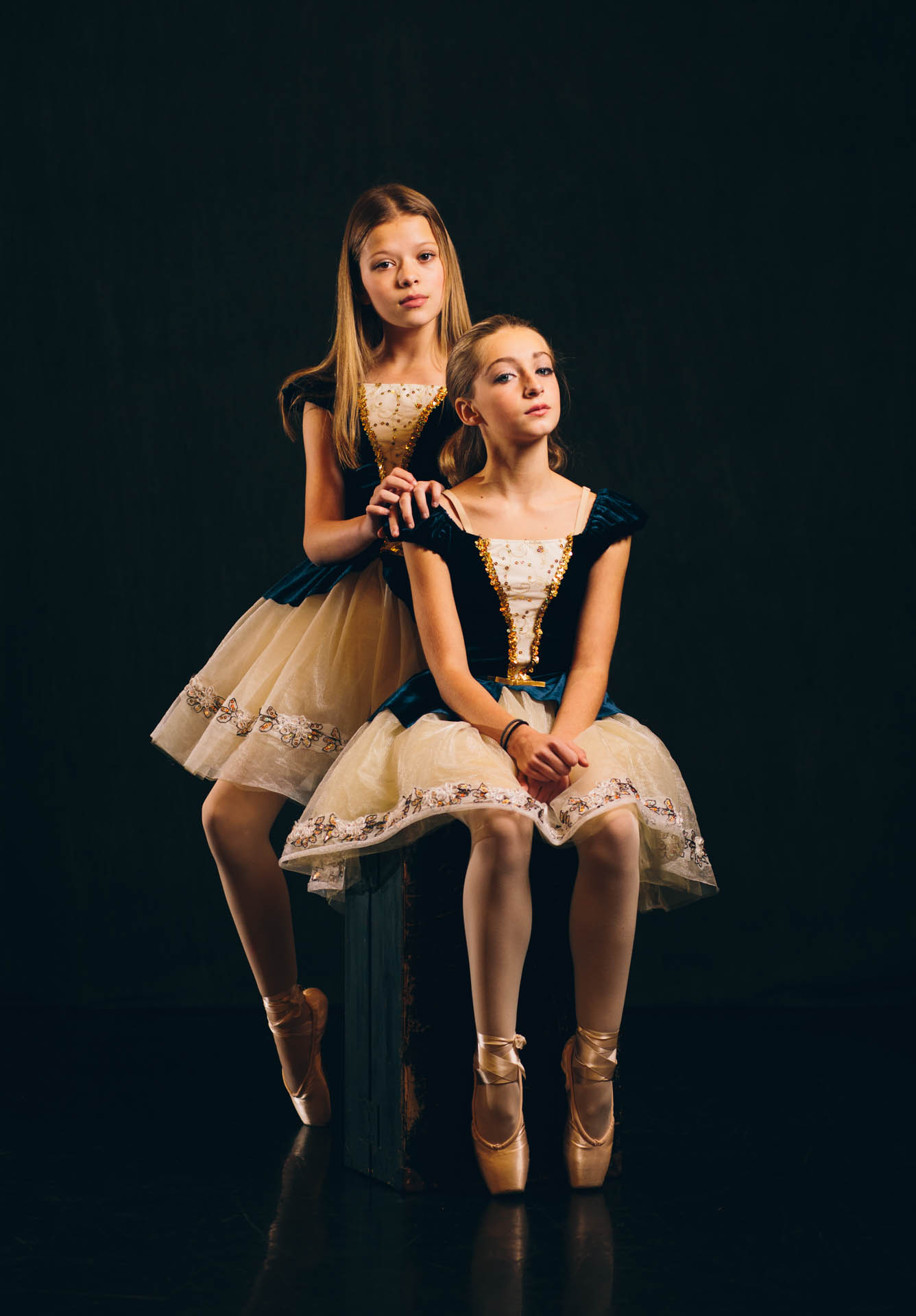 anna-kyliah-ballerina-girls-blue-and-gold-pointe-shoes-8534