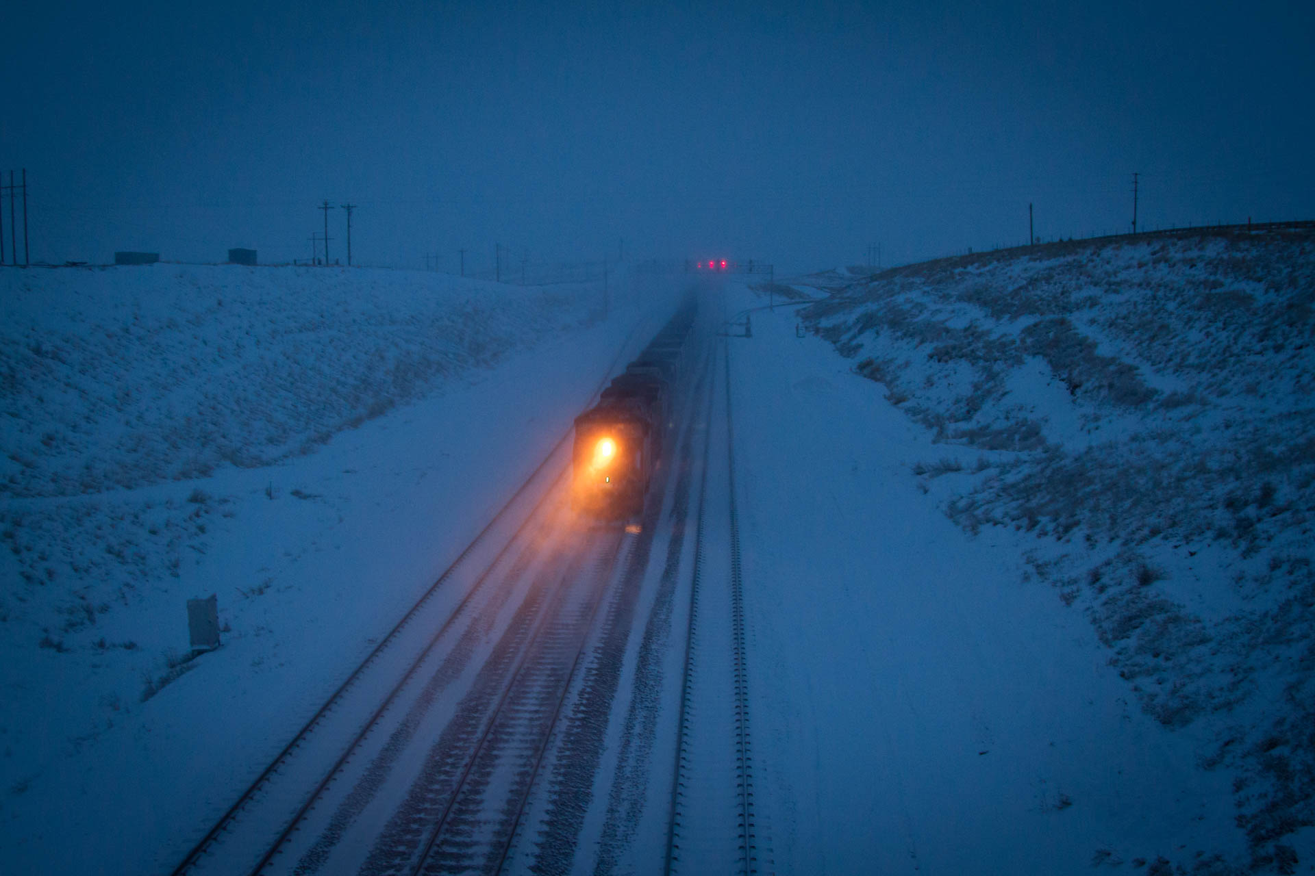 bnsf_coal_train_early_dawn_snowy_prb_eb