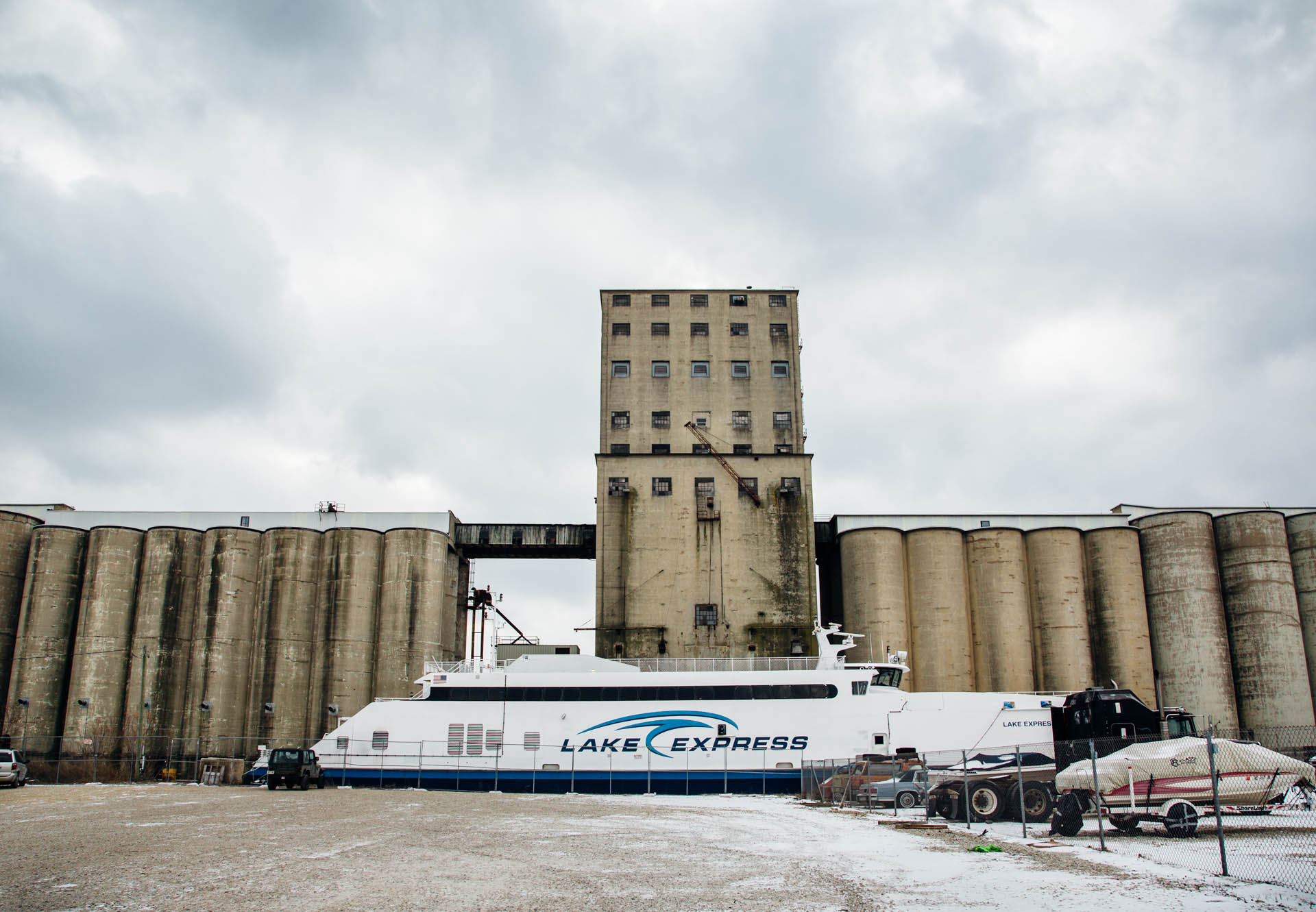 cargill-grain-elevator-lake-express-milwaukee-wi-4102untitled