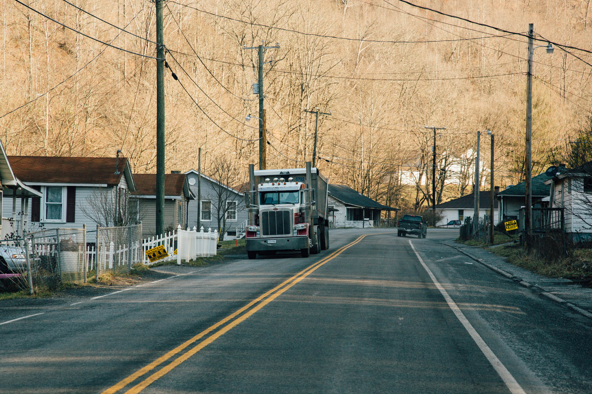 coal-peterbilt-semi-truck-narrow-roads-along-homes-maybeury-wv