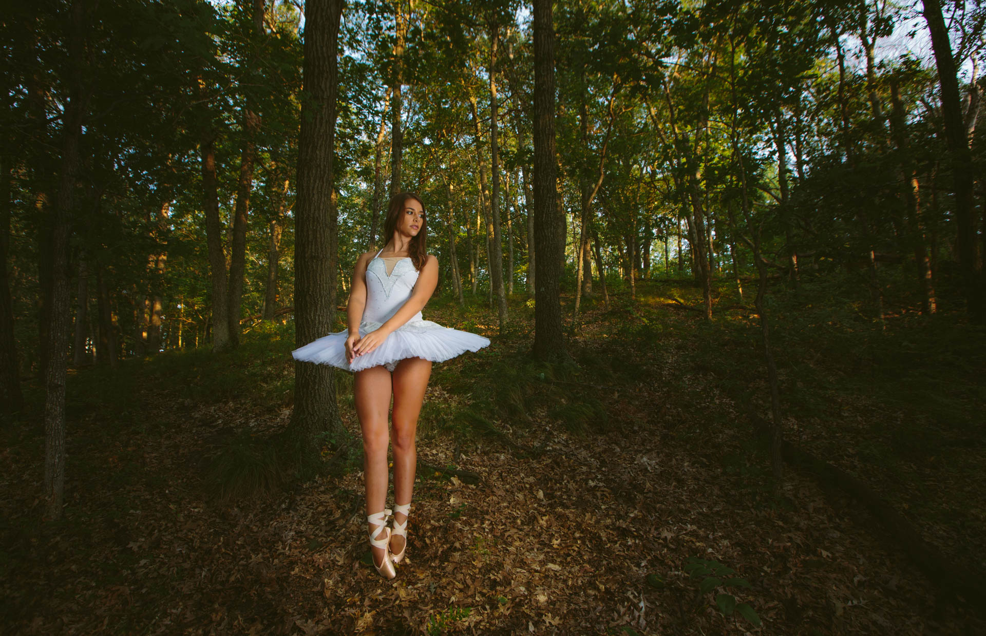grace-ballerina-on-pointe-in-forest-white-tutu-1512