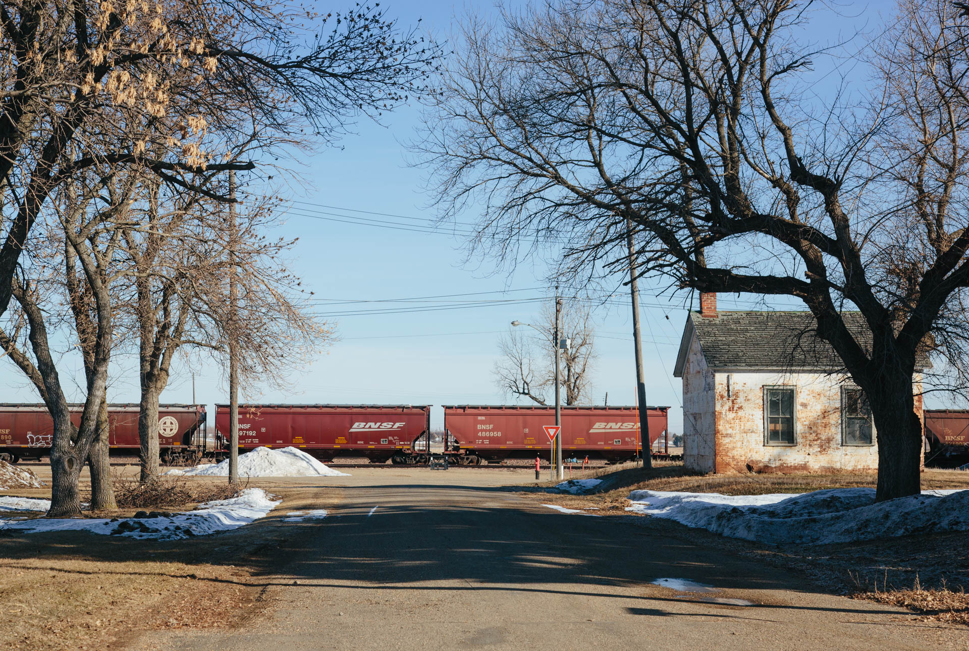 grain-railroad-cars-small-white-building-bowdle-sd