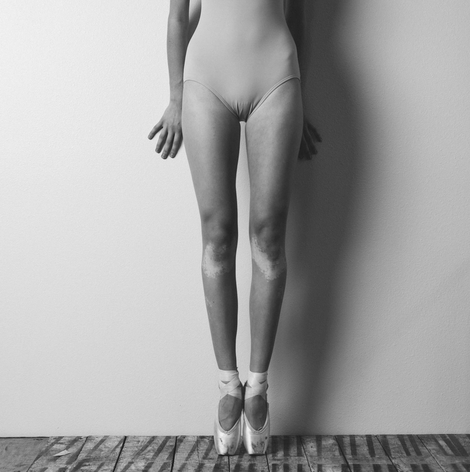 hannah-ballerina-body-detail-on-pointe-9521