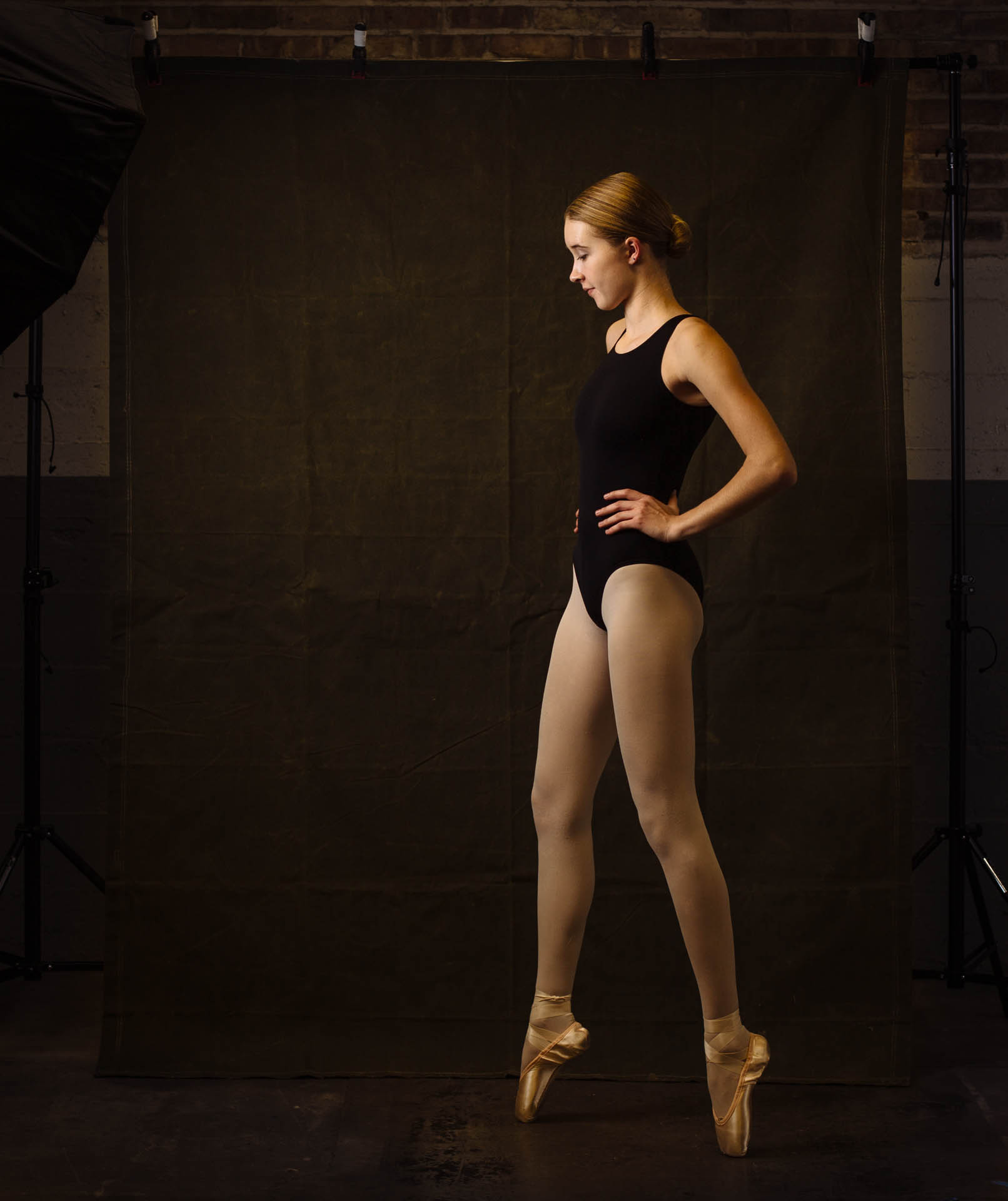 hannah-ballerina-on-pointe-bts-studio