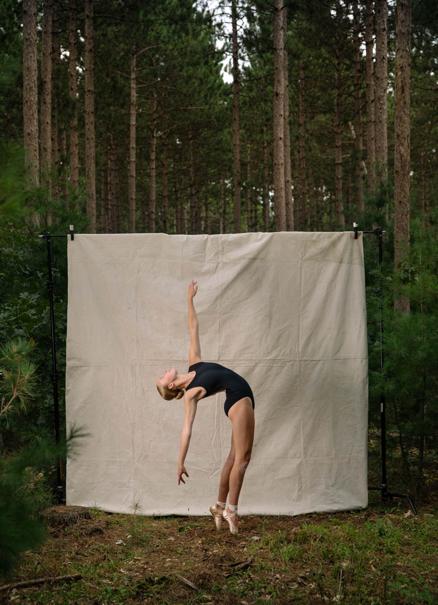 hannah-ballerina-portrait-forest-flex-back-6931.JPG
