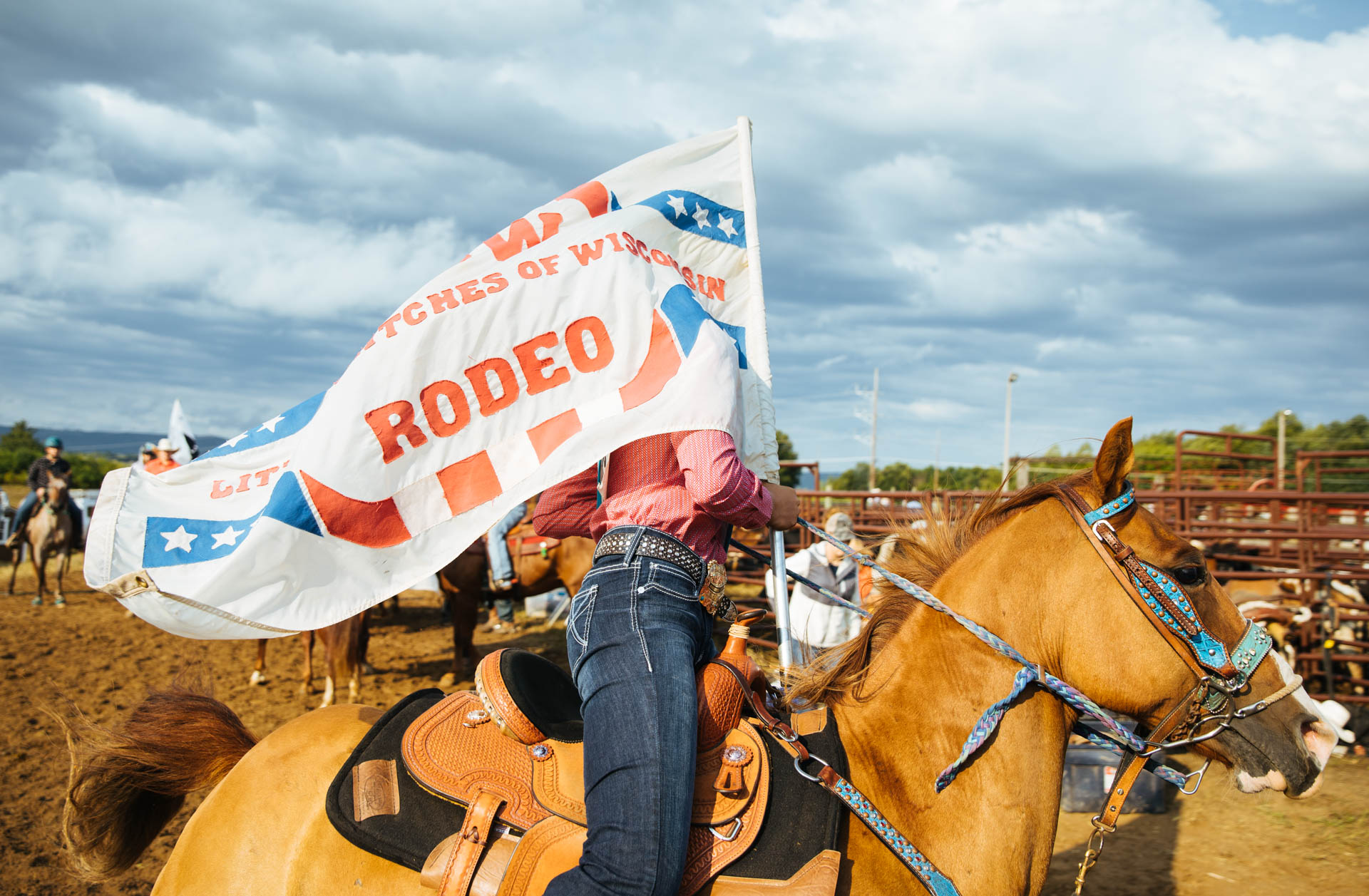 lbw-rodeo-flag-on-horse.JPG