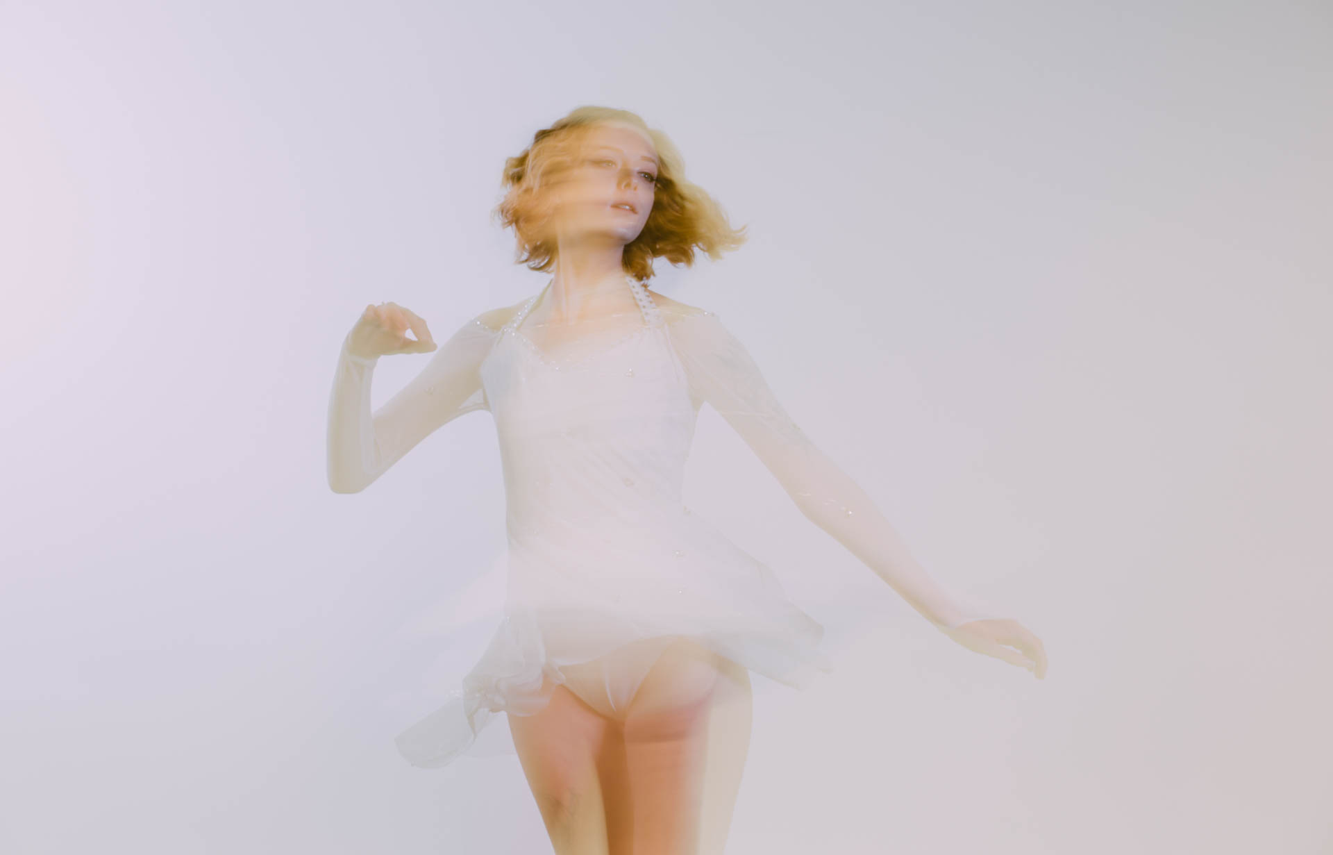 mariah-ballet-blur-in-white-8961