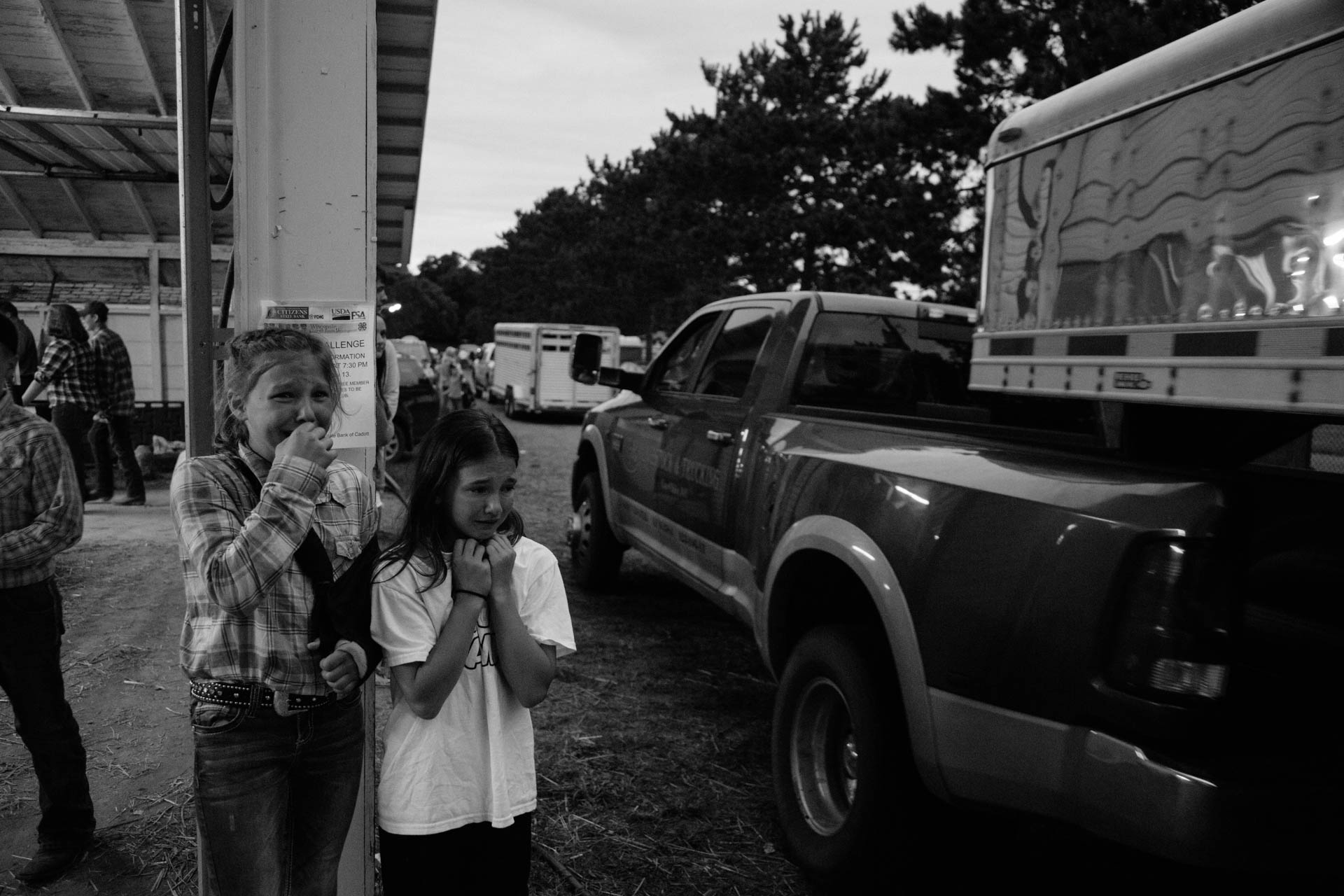 northern-wisconsin-state-fair-cattle-trucks-leave-crying-girls-watch