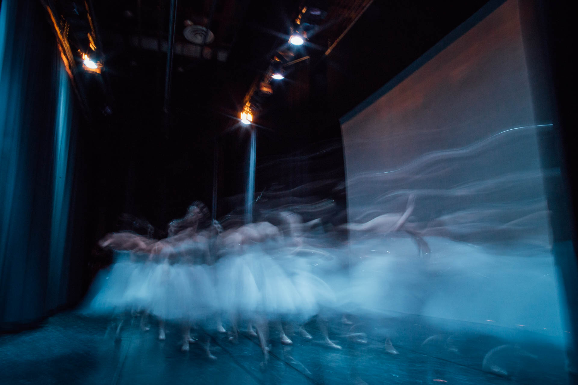 nutcracker-ballet-snowflakes-rushing-off-stage-7576
