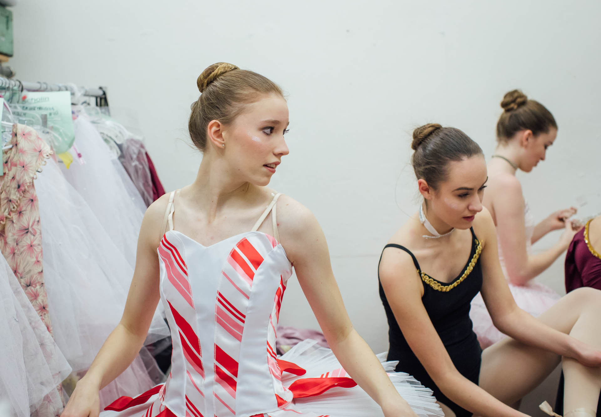 nutcracker-candy-cane-ballerina-dressing-room-3523