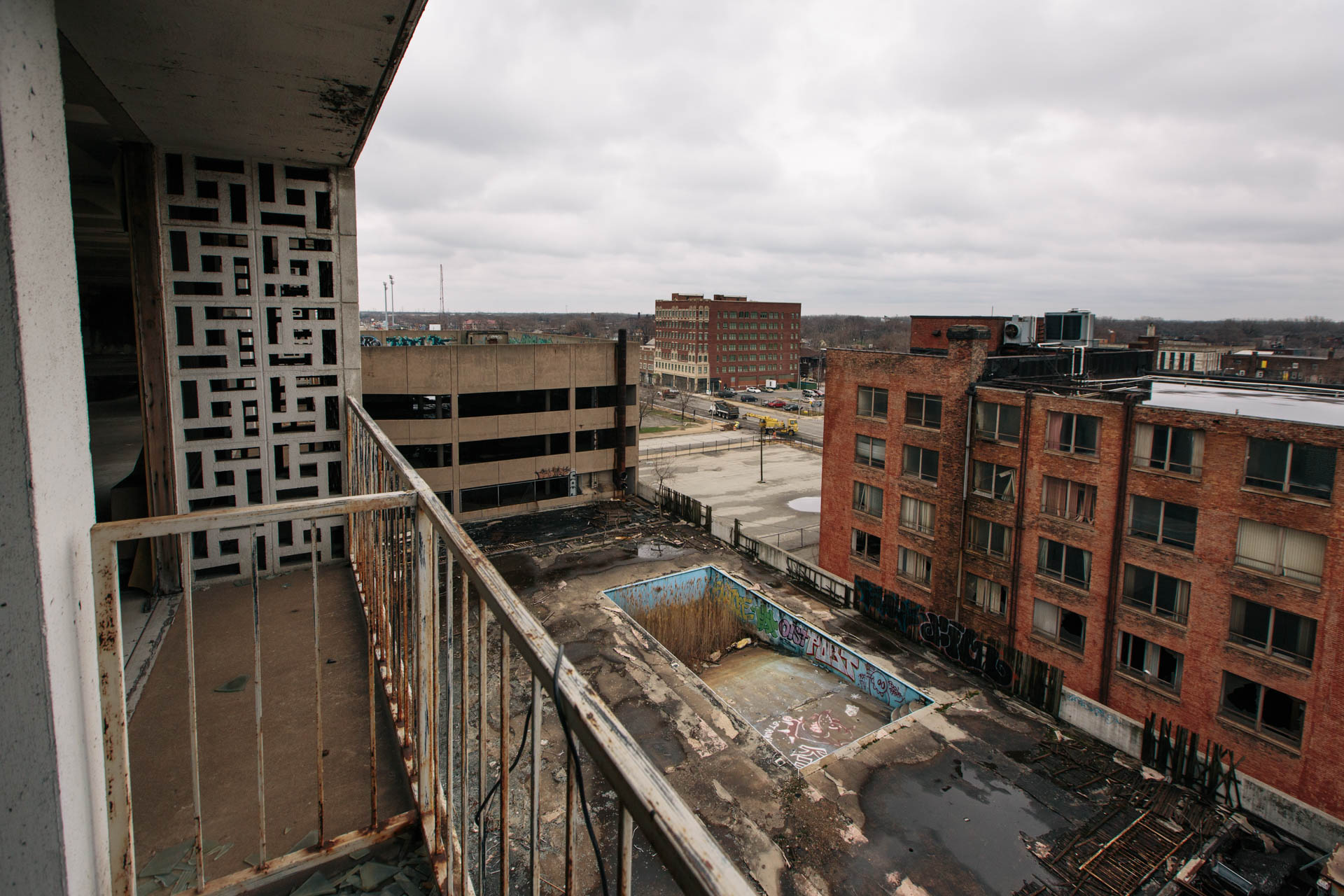 overgrown-sheraton-hotel-rooftop-pool-gary-in