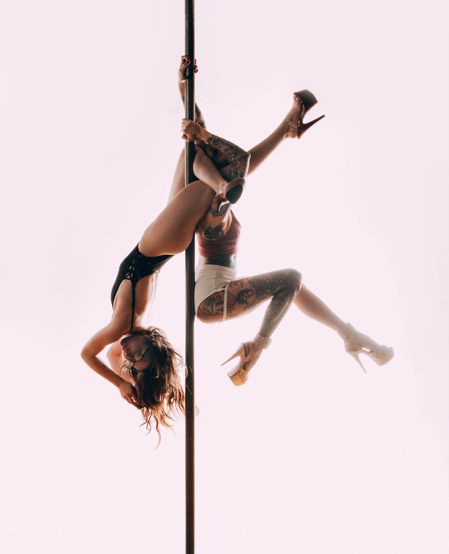pole-dancers-acrobatic.JPG