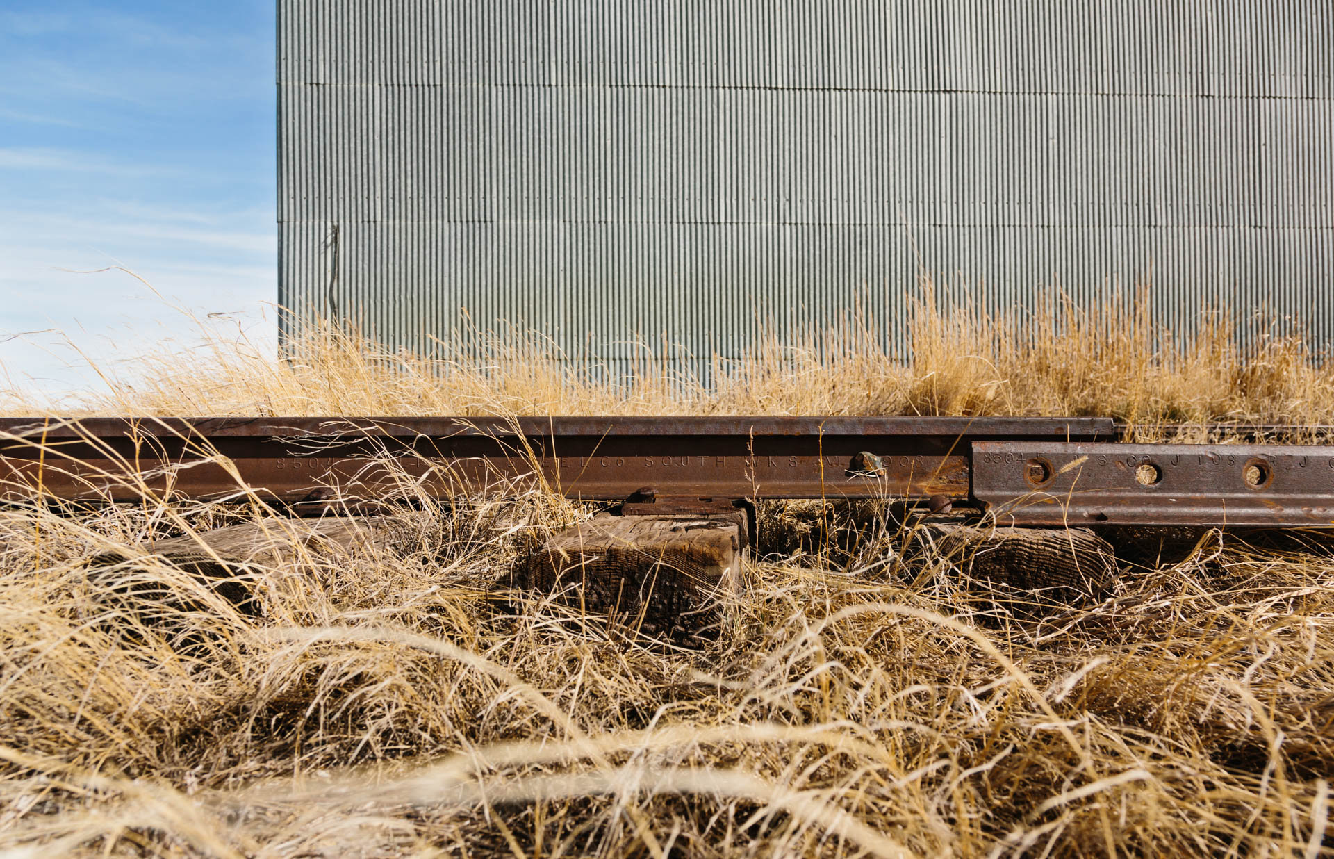 rusted-train-tracks-mahto-sd-elevator