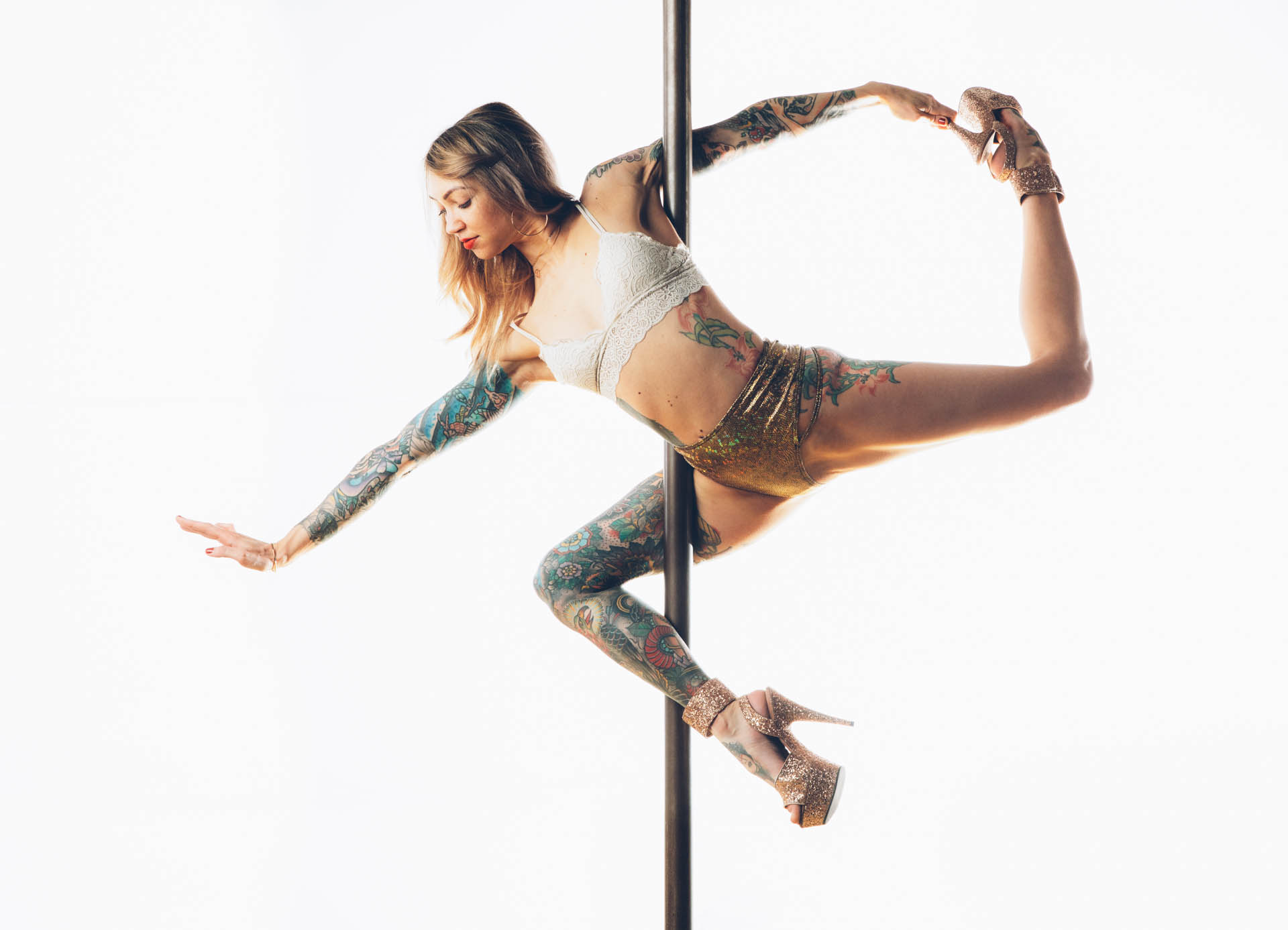 tattoo-girl-pole-dancing-high-heels.JPG